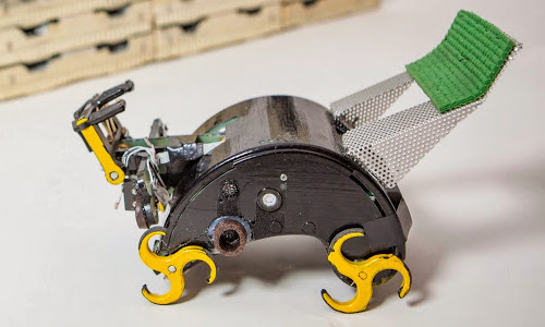 termite-inspired construction robot
